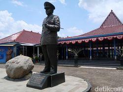 Pak Gatot Sudah Pernah ke Sini? Patung-patung Soeharto Dibuat Segede Ini