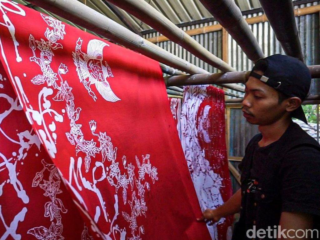 Keren, Perajin Ini Bikin Batik Bermotif Garuda Pancasila