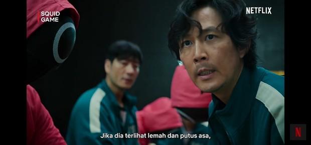 Ki Hoon yang berada di barisan paling depan tidak boleh terlihat lemah dan putus asa/YouTube.com/Netflix Indonesia