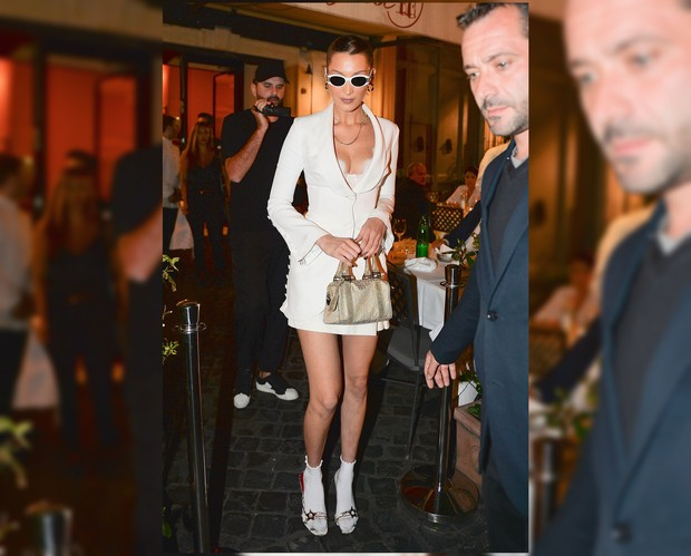 Gaya Mix and Match Selebritis Hollywood Menggunakan Kaos Kaki Putih