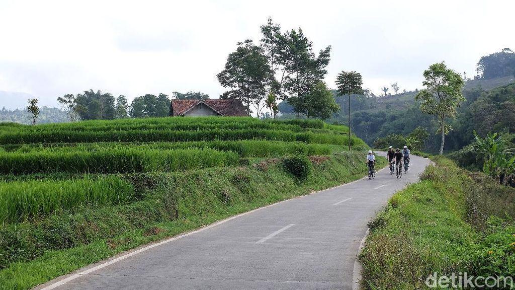 Nanjak Syahdu di Sumedang, Disambut Sawah Berundak Layaknya Bali