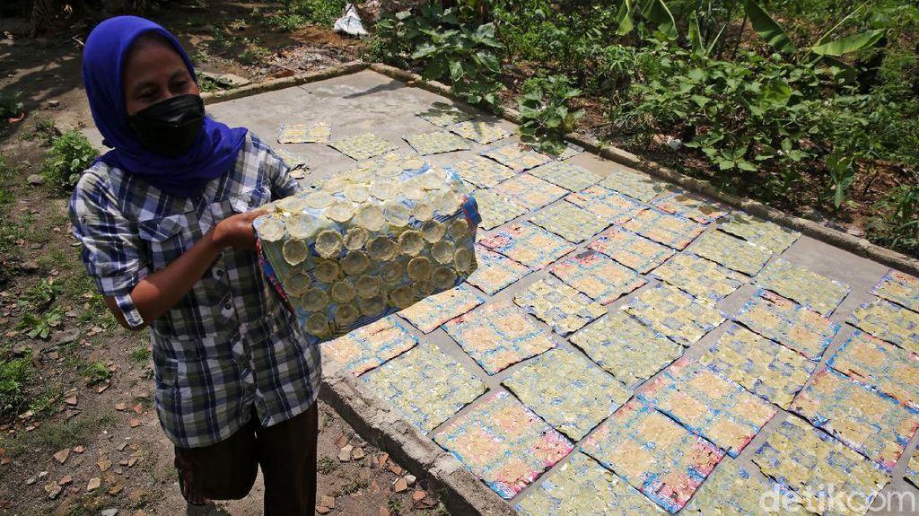 Perajin Emping di Lampung Ini Mencoba Bertahan dari Jerat Pandemi