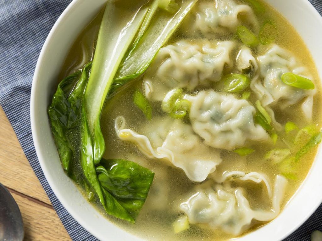 Resep Sup Pangsit Ayam Kuah Bening yang Gurihnya Mantap