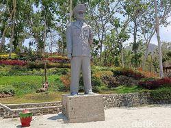 Pak Gatot, Patung Soeharto Ada di Ponorogo Loh