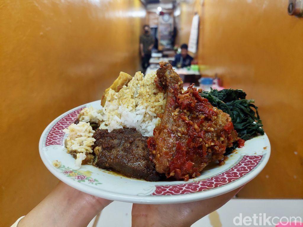 Viral Warung Padang di Lorong Lebar 1,5 Meter, Menunya Enak dan Murah!