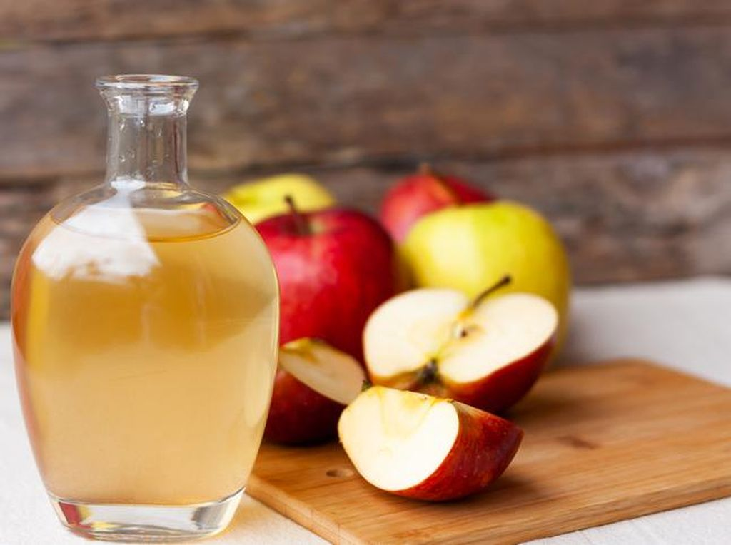 Waktu Terbaik Mengonsumsi Cuka Apel, Pagi atau Malam?