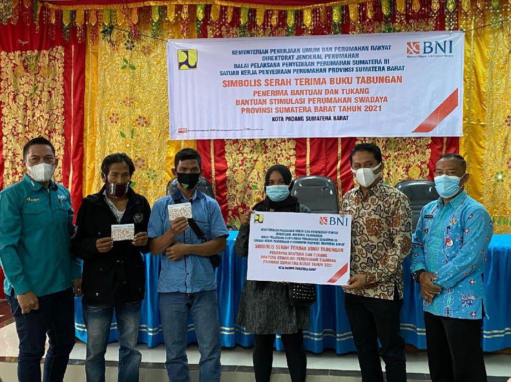 Andre Rosiade Salurkan Bantuan buat Bedah 200 Rumah di SumateraBarat