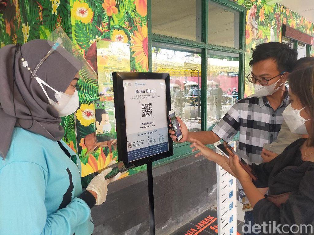 KBS Surabaya Kembali Buka, Banyak Pengunjung Belum Unduh PeduliLindungi