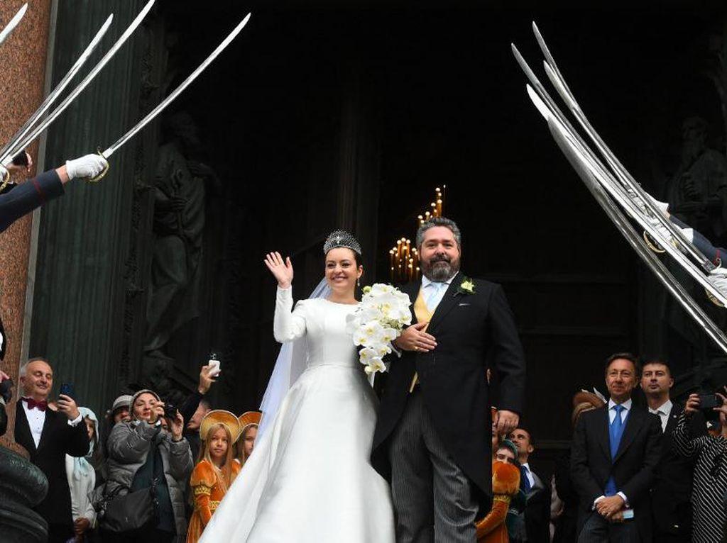 Wanita Ini Dinikahi Pria Keturunan Kaisar Rusia, Jadi Royal Wedding Bersejarah
