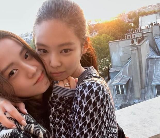 Telah sampai di Paris, Jennie turut pamer kebersamaan bareng Jisoo/Foto: instagram.com/jennierubyjane