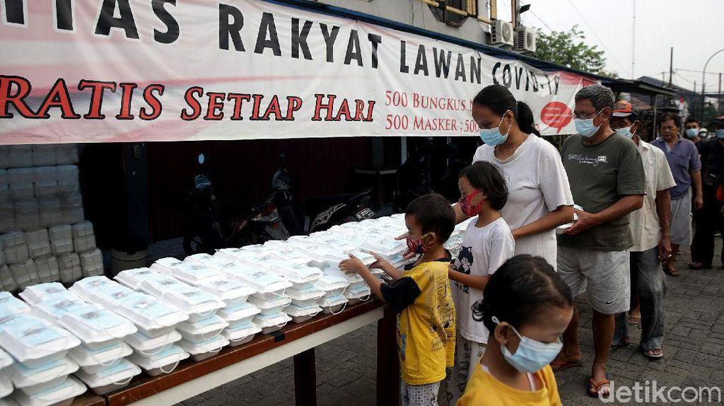 Antusias Warga Ibu Kota Berburu Sarapan Gratis di Kala Pandemi