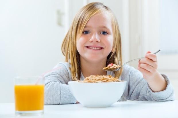Membentuk anak yang cerdas perlu memberikan makanan yang sehat dan bergizi.