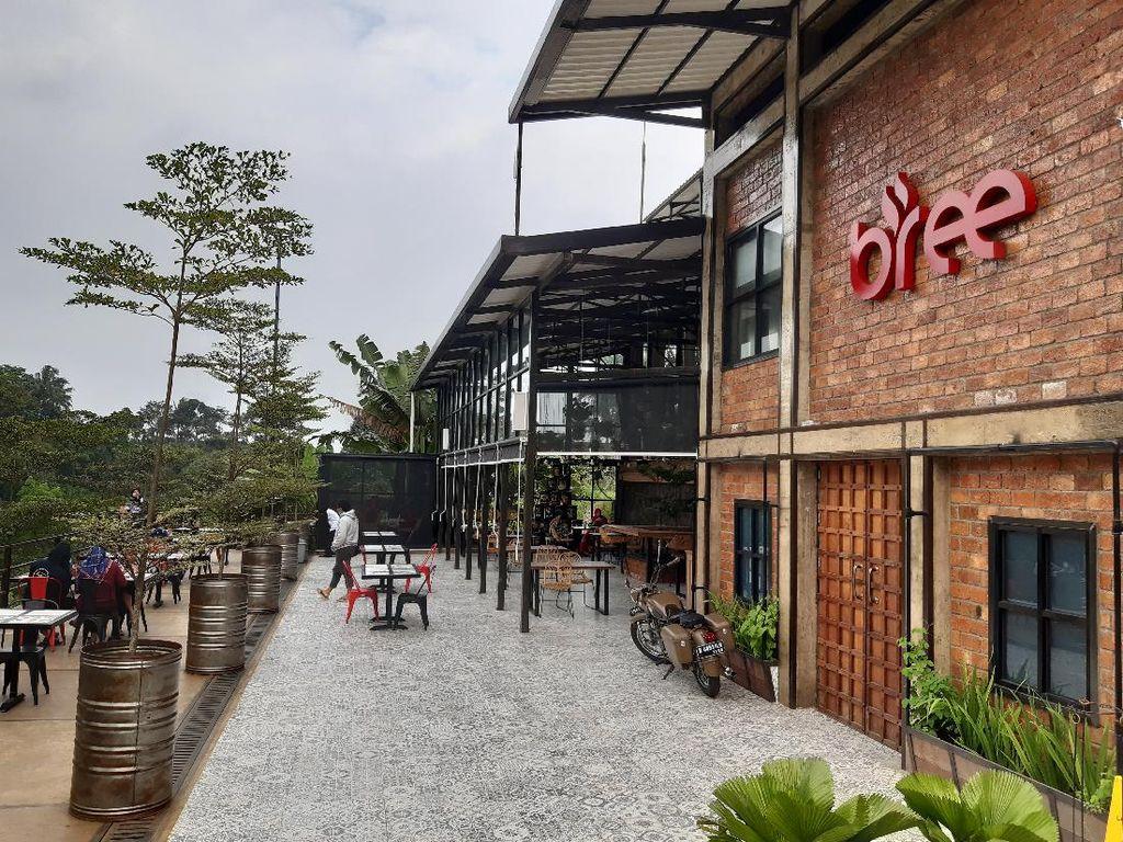 Kafe Ini Tawarkan Sensasi Minum Kopi dengan View Gunung Salak