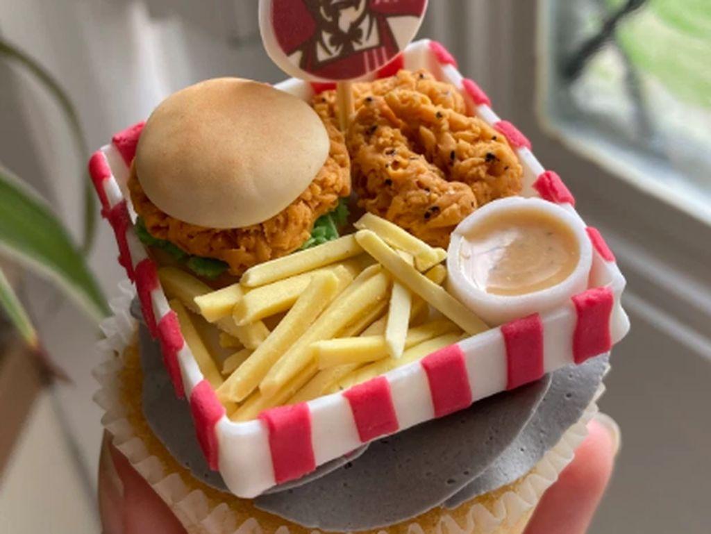 Keren! Baker Ini Jago Bikin Cupcake Topping Menu Burger McD