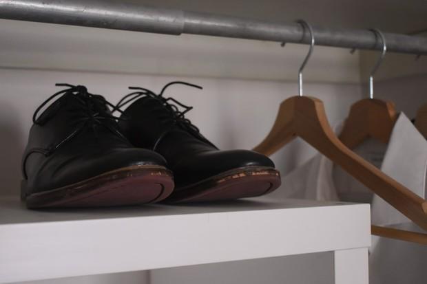 Ilustrasi: pengeringan sepatu kulit