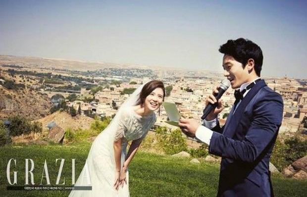 Jisung melamar Lee Bo Young di Spanyol saat pemotretan dengan salah satu majalah