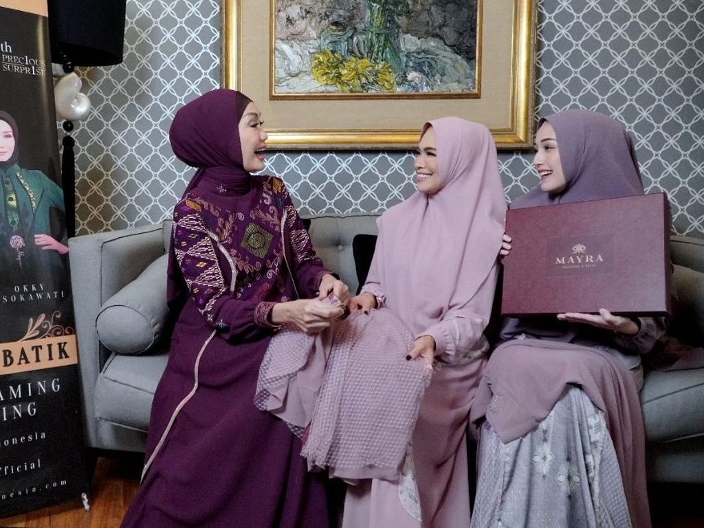 Kala Hijabers Rayakan Hari Batik Nasional
