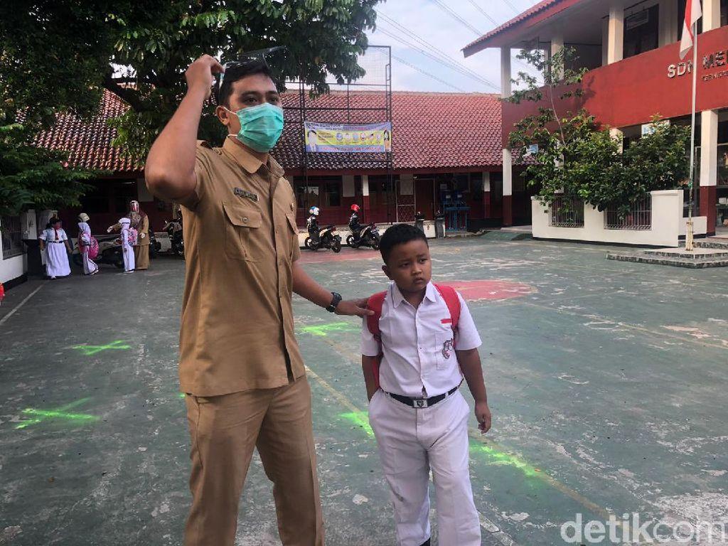 Sekolah Tatap Muka Perdana di Depok, Ada Murid Datang Tak Pakai Masker