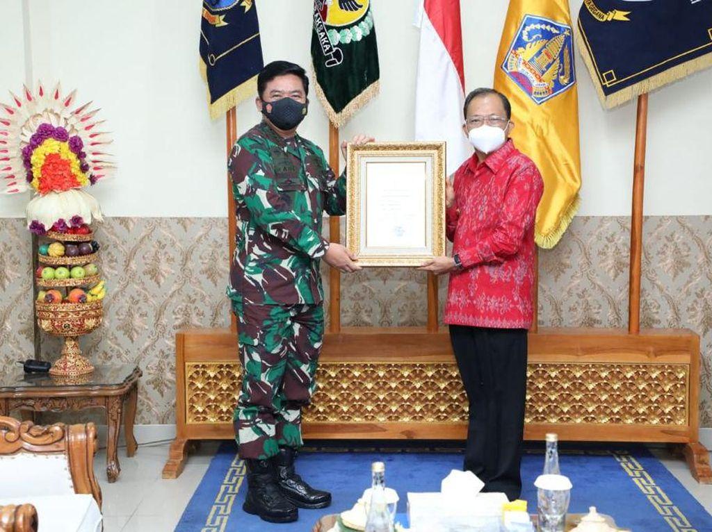 Kasus COVID Turun, Panglima TNI Beri Penghargaan ke Gubernur-Forkopimda Bali