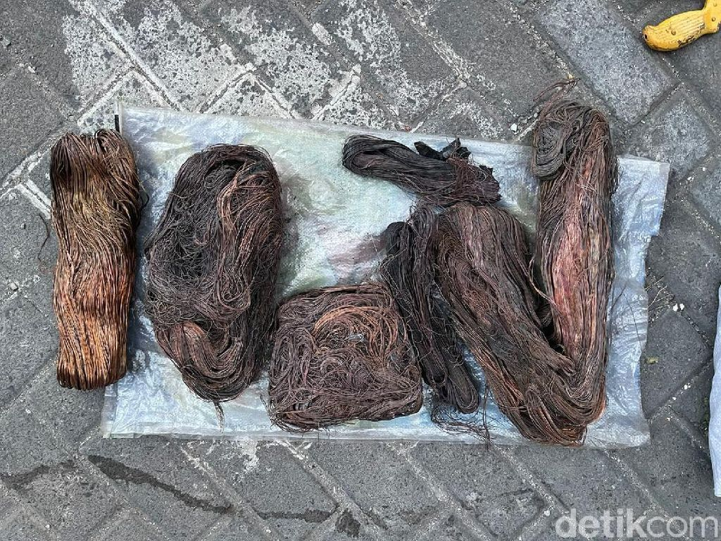 Pencuri Kabel di Surabaya Diringkus, 20 Kg Tembaga Disita