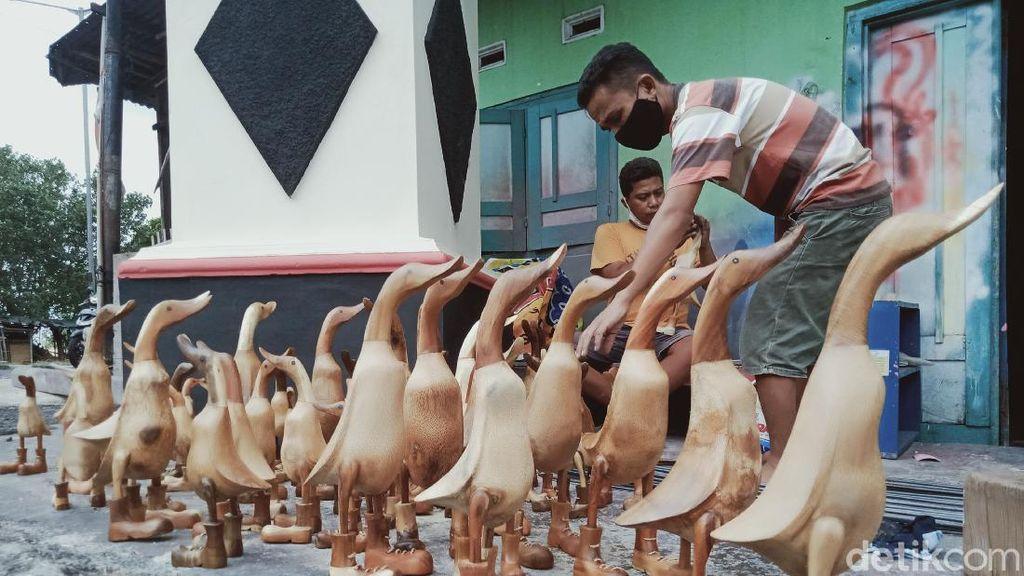 Perajin Miniatur Bebek Bambu Tetap Eksis di Saat Pandemi