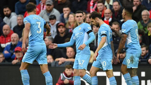 Soccer Football - Premier League - Liverpool v Manchester City - Anfield, Liverpool, Britain - October 3, 2021 Manchester City's Phil Foden celebrates scoring their first goal with Ruben Dias, Bernardo Silva and Gabriel Jesus REUTERS/Peter Powell EDITORIAL USE ONLY. No use with unauthorized audio, video, data, fixture lists, club/league logos or 'live' services. Online in-match use limited to 75 images, no video emulation. No use in betting, games or single club /league/player publications.  Please contact your account representative for further details.