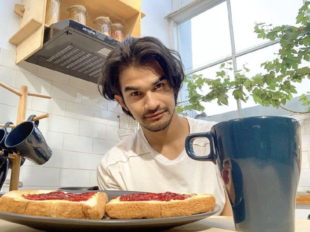 Tengku Tezi Pamer Momen Makan Sandwich hingga Soto Bathok di Jogja