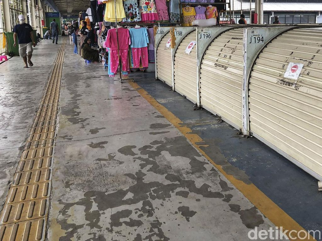 Waduh, Puluhan Kios di Skybridge Tanah Abang Tutup hingga Disegel