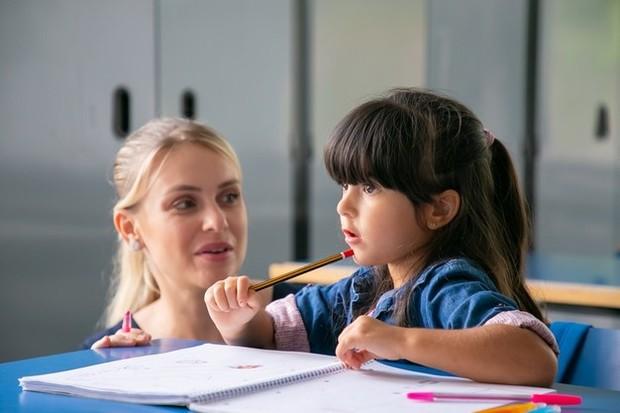 Untuk membentuk anak cerdas, ajaklah anak untuk berkomunikasi.