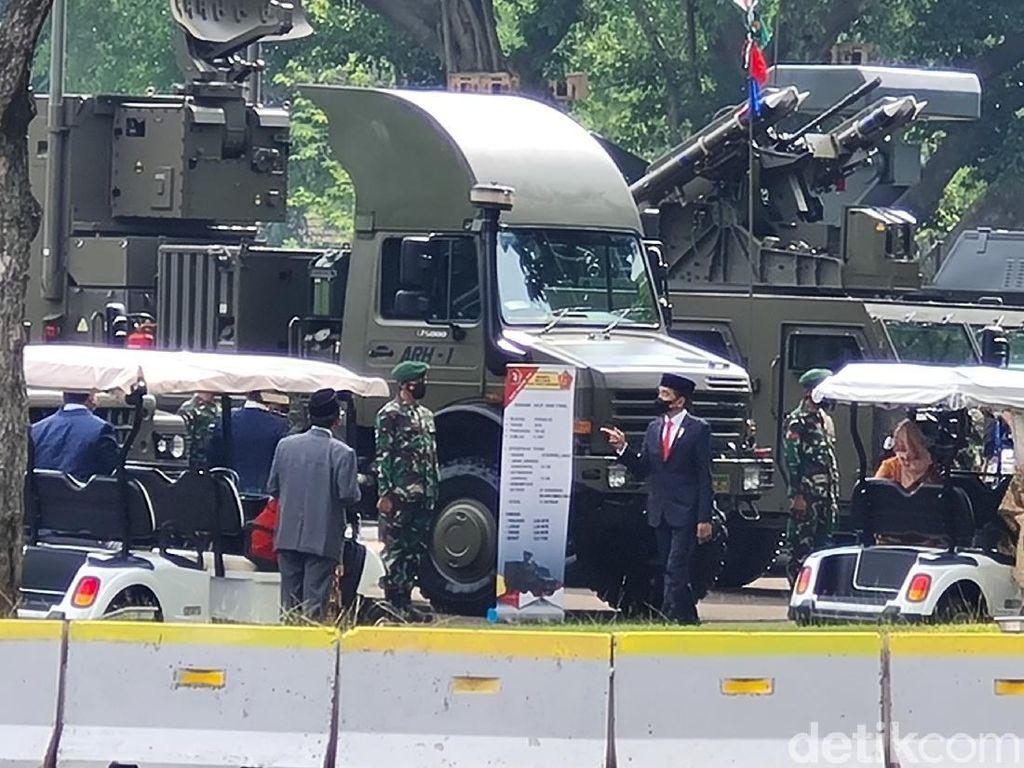 Canda Jokowi, KSAD Andika Perkasa Jadi Sopir Iriana Saat Tinjau Alutsista