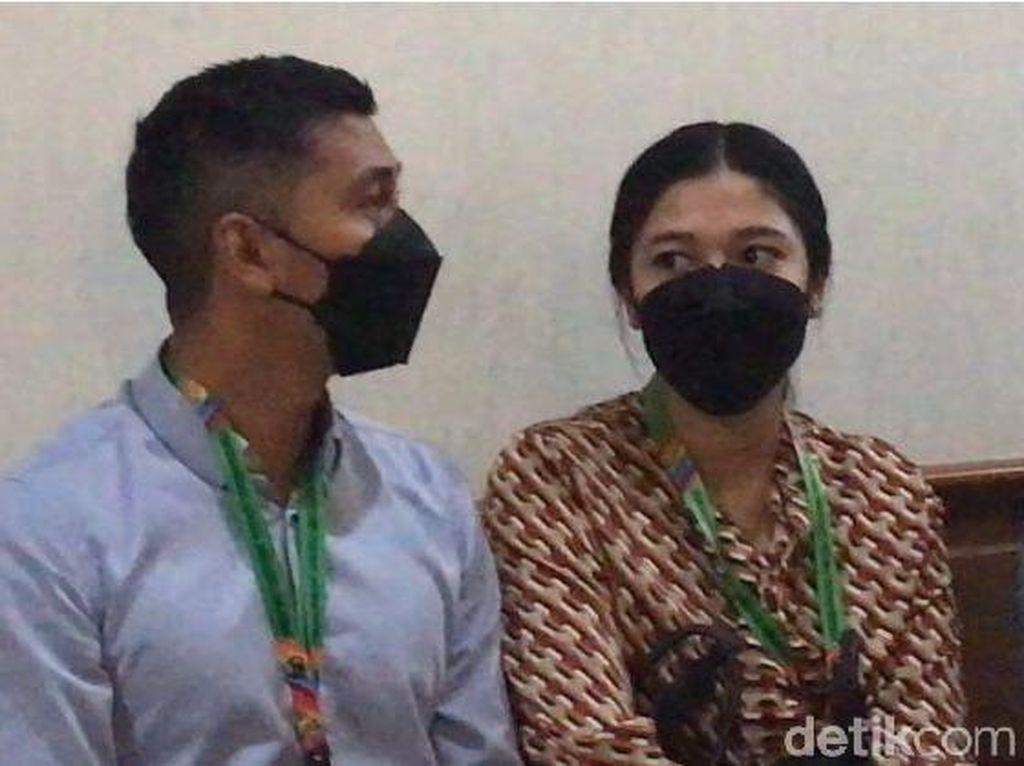 Support Kenang, Naysilla Mirdad Temani di Sidang Perceraian
