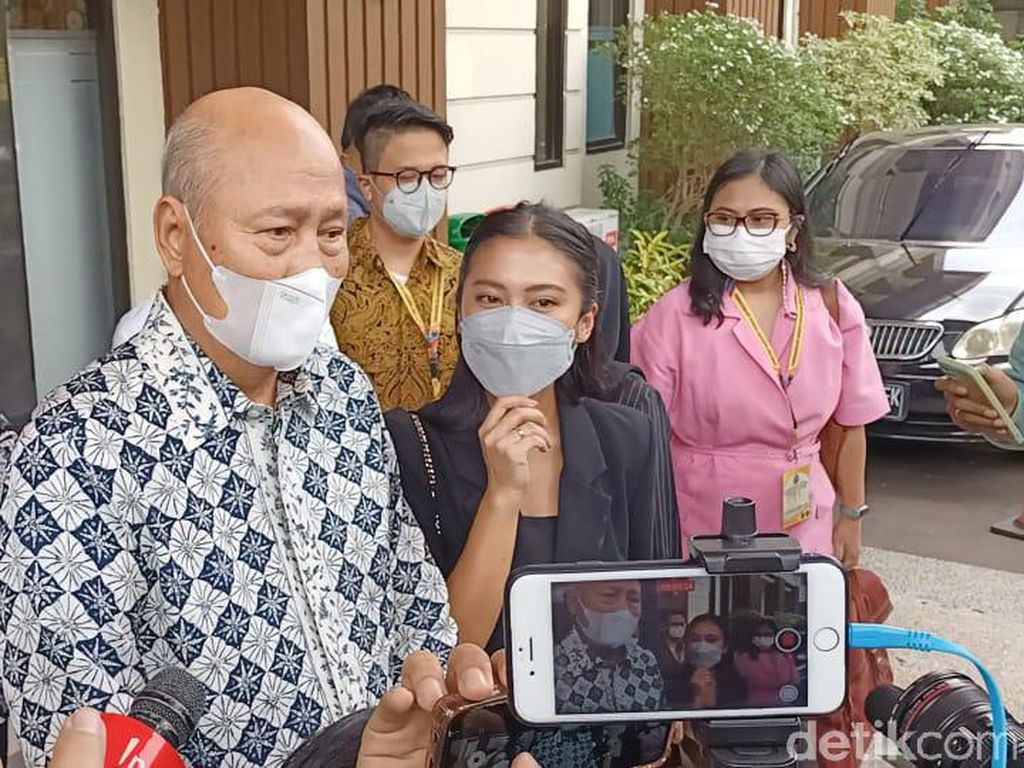 Tyna Kanna Diam Ditanya Hasil Mediasi dengan Kenang Mirdad