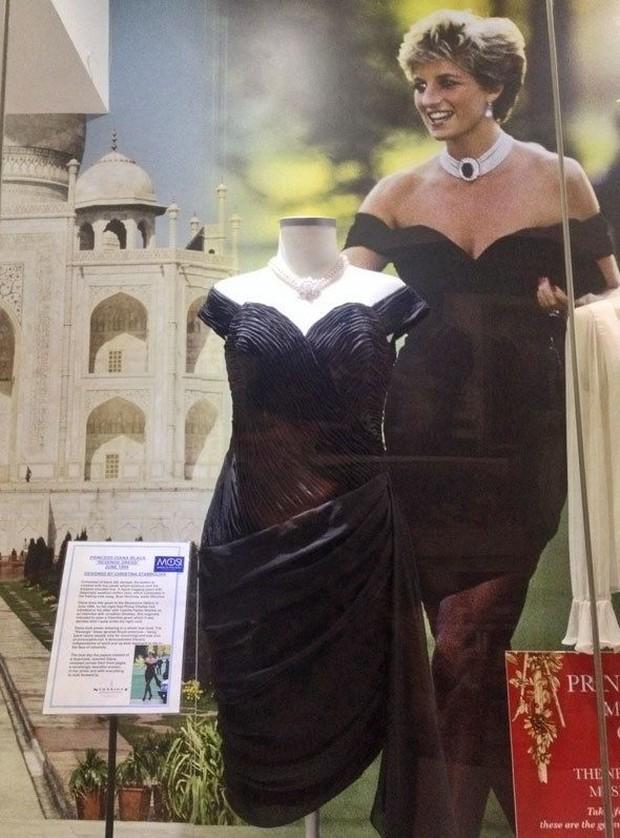 Kisah dibalik gaun