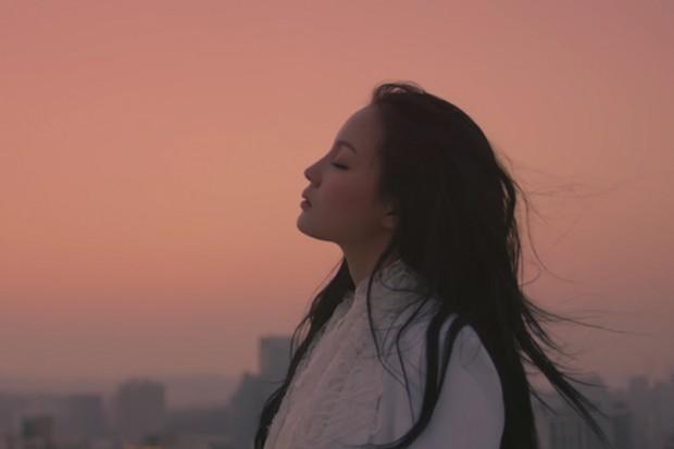 Breathe - Lee Hi