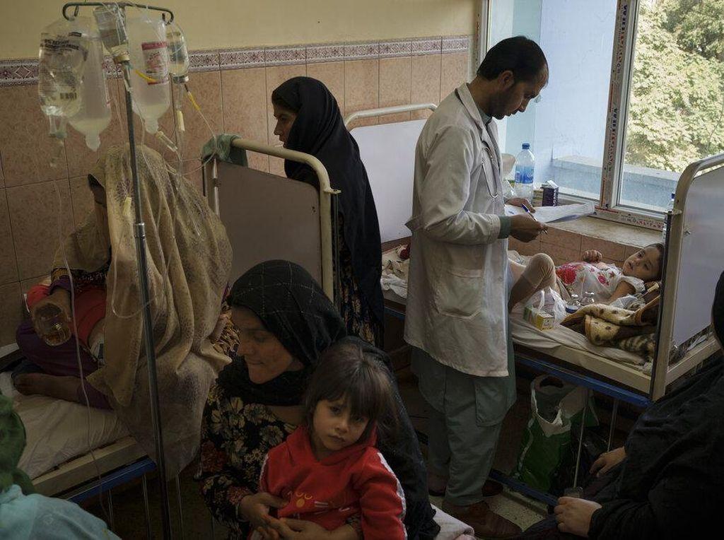 Orang Terkaya RI Sumbang Rp 10 M buat Perempuan & Anak-anak Afghanistan