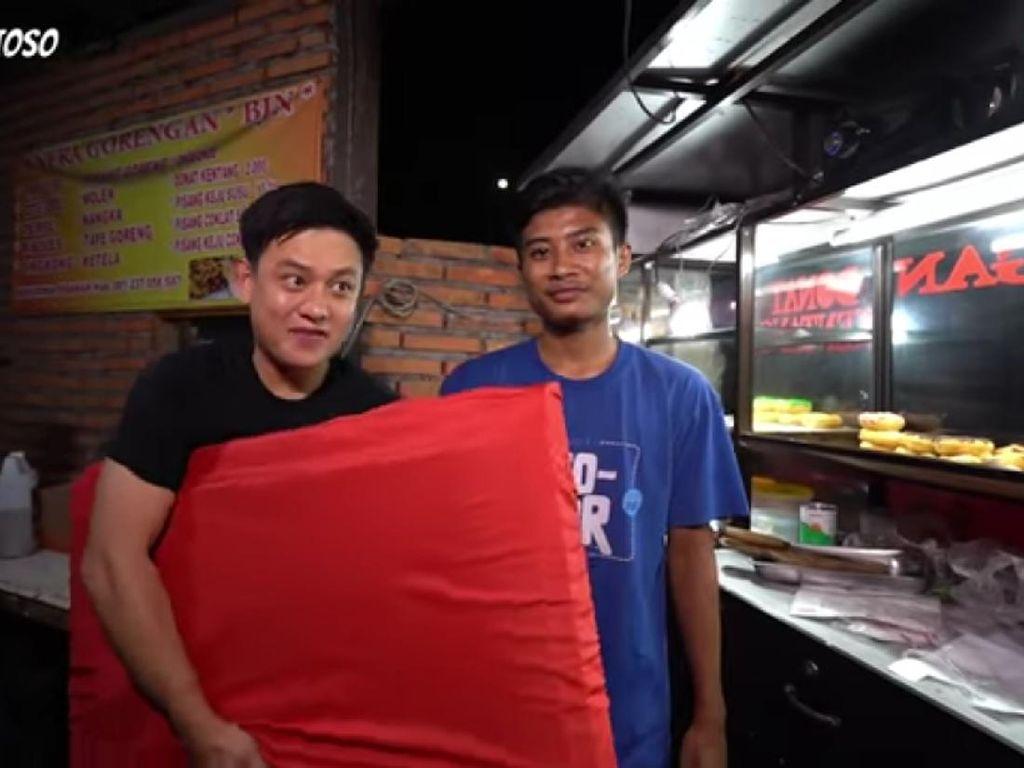 Gokil! Bobon Santoso Tantang Penjual Gorengan Masak TV 32 Inch