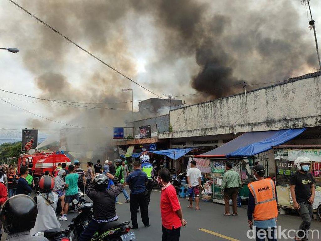 Sejumlah Pertokoan di Kawasan Kanis Ciamis Hangus Terbakar