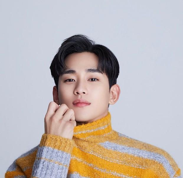 Salah satu artis Korea Selatan yang memiliki ketampanan alami adalah aktor Kim Soo Hyun.
