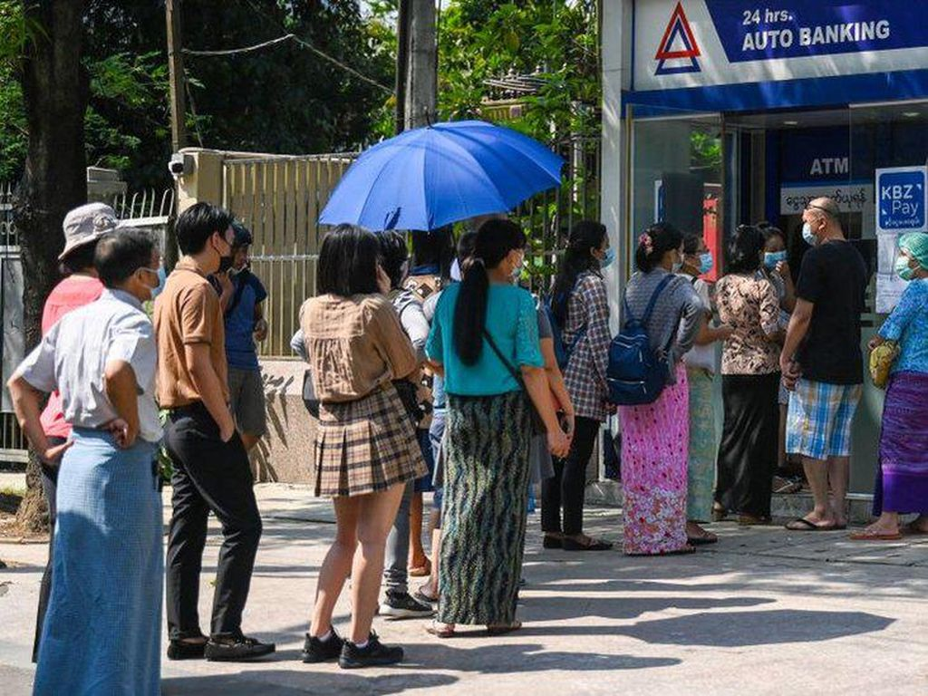 Ekonomi Myanmar Modar: Warga Kelaparan-Tarik Tunai Dibatasi
