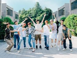 Anggota NCT 127 Main Tebak Kata, yang Kalah Harus Tidur di Tenda!