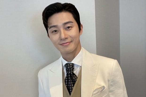 Terakhir, aktor asal Korea Selatan yang belakangan sedang menjadi perbincangan hangat karena ikut berperan dalam