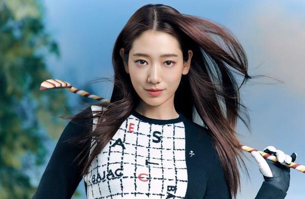 Aktris Park Shin Hye juga dianggap memiliki paras yang cantik natural sejak lahir.