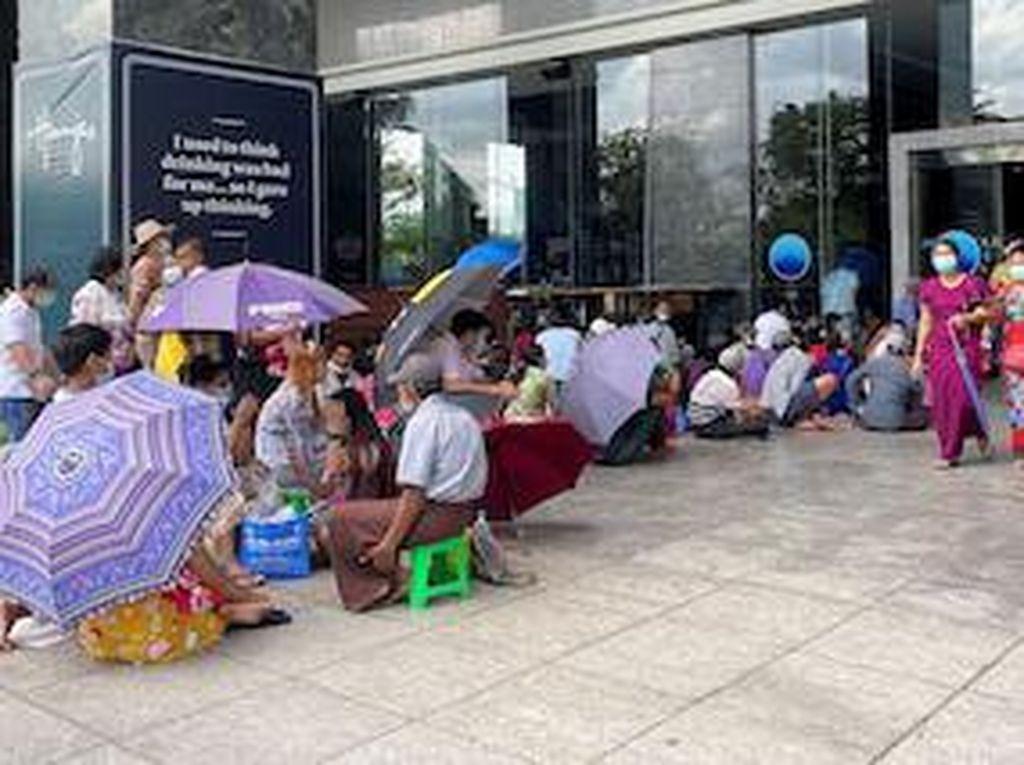 3 Fakta Runtuhnya Ekonomi Myanmar