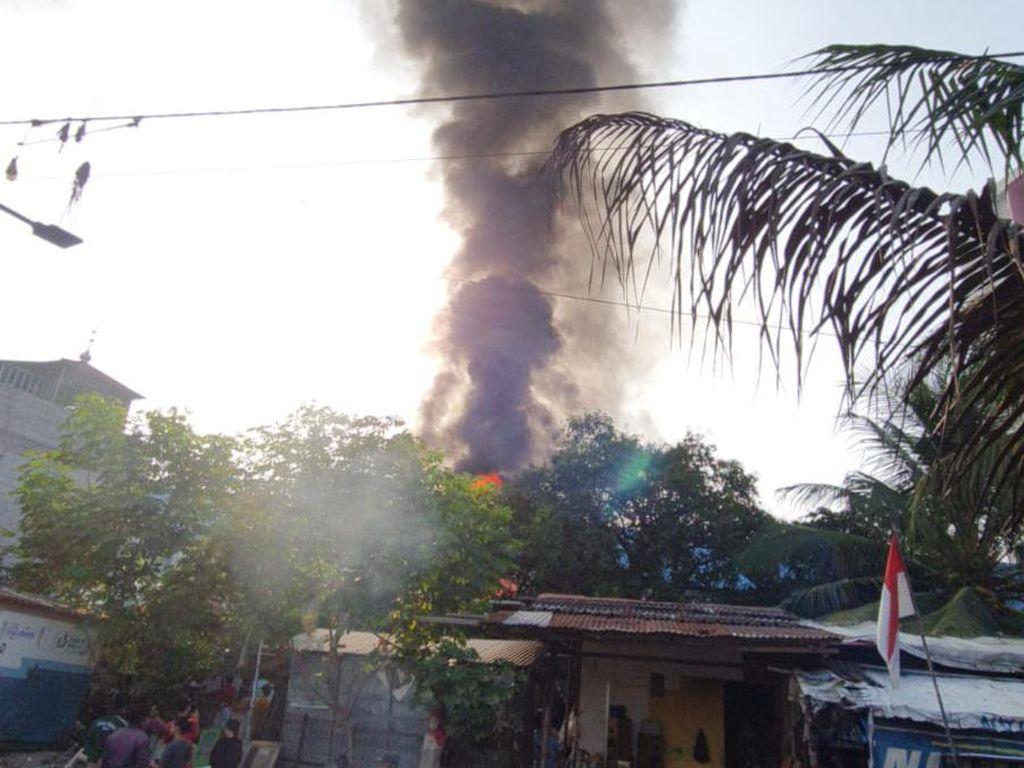 Gardu PLN Kebakaran, Listrik di Kebon Jeruk dan Sekitarnya Padam