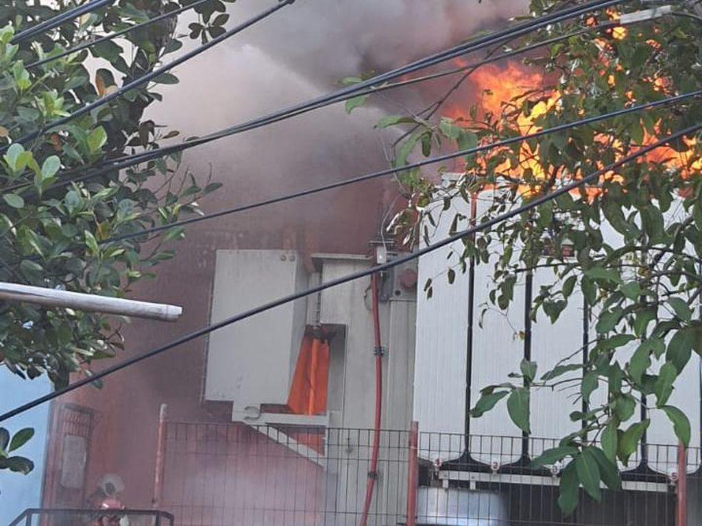 3.000 Rumah Terdampak Mati Listrik Imbas Gardu PLN Kebon Jeruk Terbakar