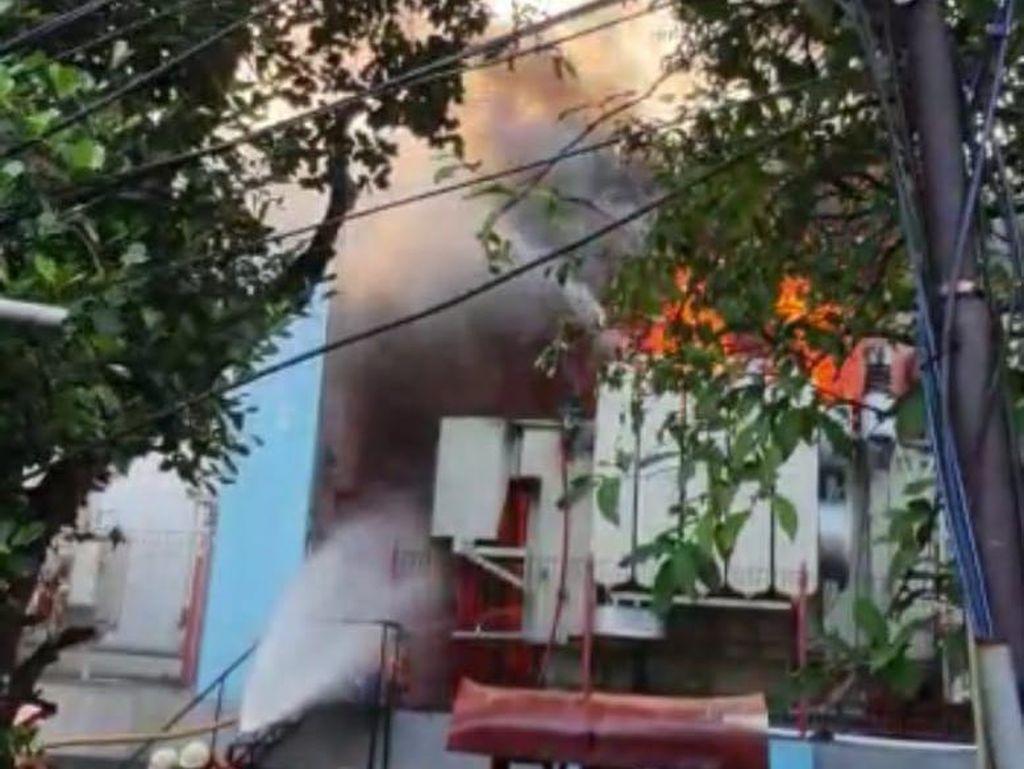 Api Kebakaran di Gardu PLN Kebon Jeruk Padam