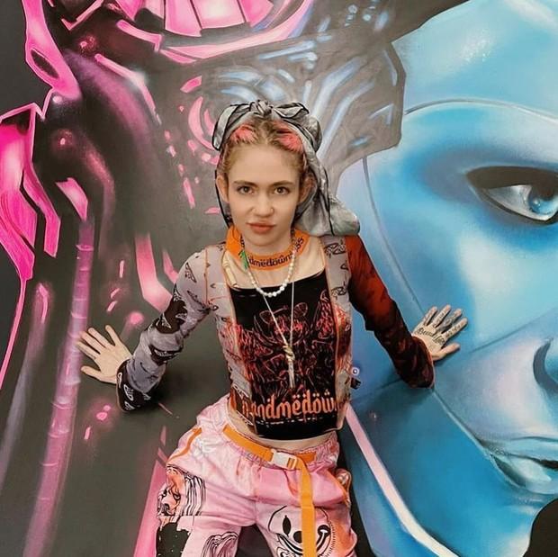 gaya fashion Grimes