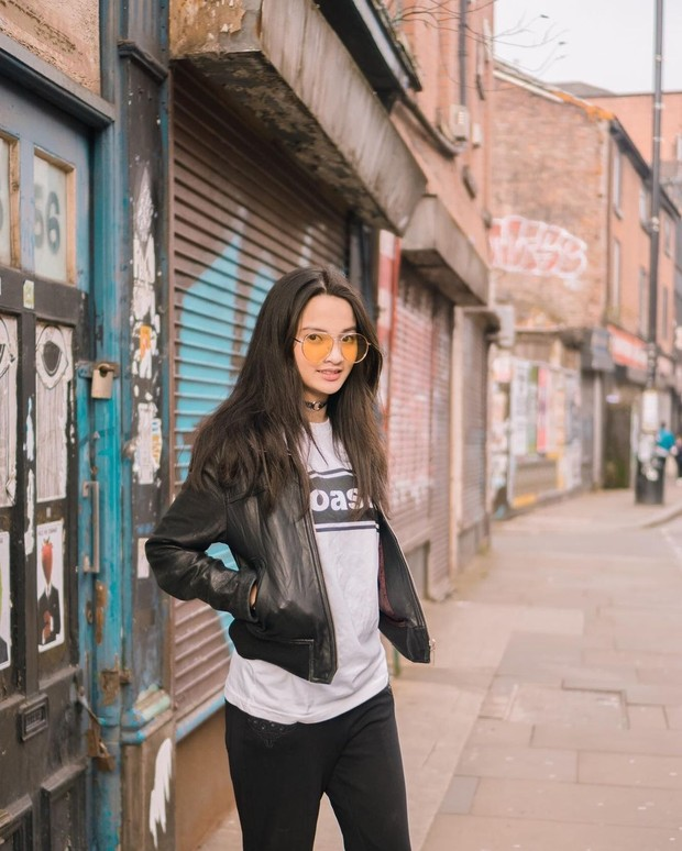 Gaya fashion Sabrina Anggraini