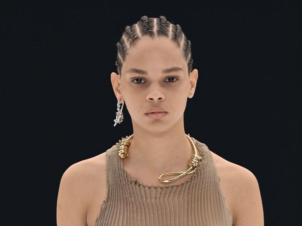 Kontroversi Kalung Jerat Givenchy di Paris Fashion Week, Bisa Picu Trauma