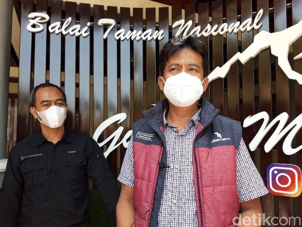 Pendaki Viral Panjat Tugu Puncak Merbabu, BTNGMb: Bisa Rusak Aset Negara